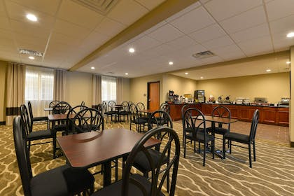 Enjoy breakfast in this seating area | Comfort Inn & Suites Manheim - Lebanon