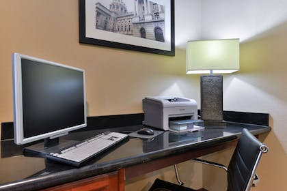 Business center | Comfort Inn & Suites Manheim - Lebanon