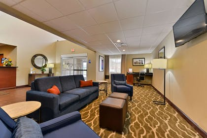 Lobby with sitting area | Comfort Inn & Suites Manheim - Lebanon