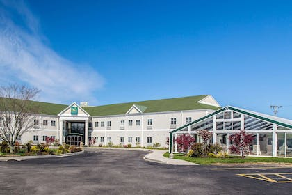 Hotel Exterior | Quality Inn & Suites Middletown - Newport