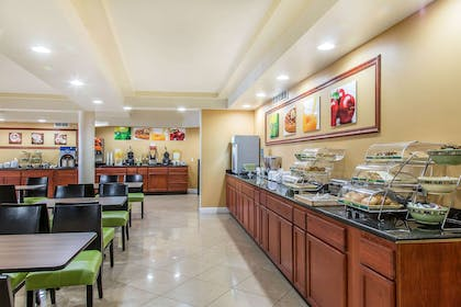 Free hot breakfast | Quality Inn & Suites Middletown - Newport