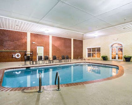 Indoor pool | Comfort Suites Sumter