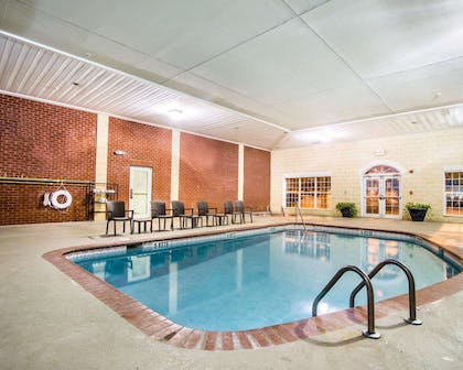 Indoor pool with lounge deck | Comfort Suites Sumter