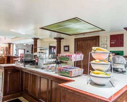 Breakfast counter | Comfort Suites Sumter