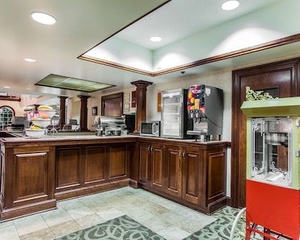 Breakfast area | Comfort Suites Sumter
