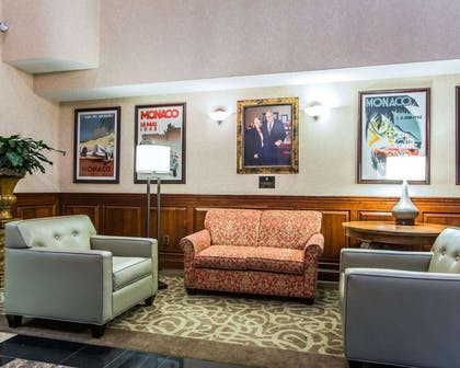 Lobby with sitting area | Comfort Suites Sumter