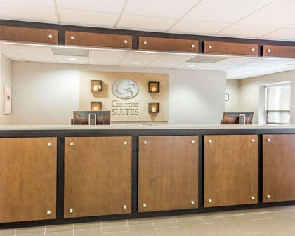 Front desk with friendly staff | Comfort Suites at Isle Of Palms Connector
