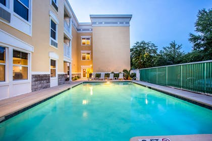 Outdoor Pool | Comfort Suites at Isle Of Palms Connector