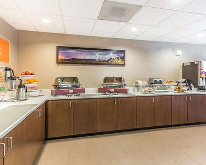 Free hot breakfast | Comfort Suites at Isle Of Palms Connector
