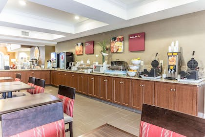 Breakfast area | Comfort Suites Myrtle Beach Central