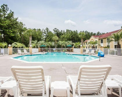 Outdoor pool with sundeck | Comfort Inn & Suites Walterboro I-95