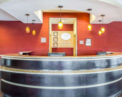 Front desk with friendly staff   Comfort Suites Rock Hill