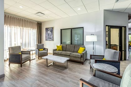 Lobby with sitting area | Comfort Suites Lexington