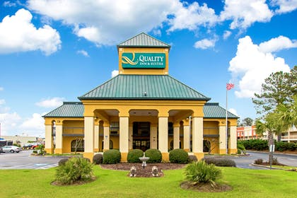 Hotel exterior | Quality Inn And Suites Civic
