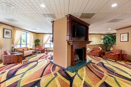 Lounge area | Quality Inn And Suites Civic
