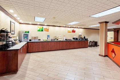 Breakfast area | Quality Inn And Suites Civic