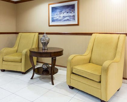 Lobby with sitting area | Comfort Inn & Suites Convention Center
