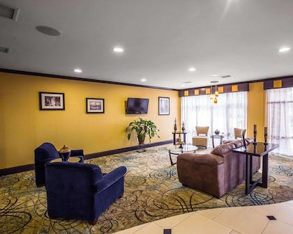Spacious lobby with sitting area | Comfort Suites Simpsonville