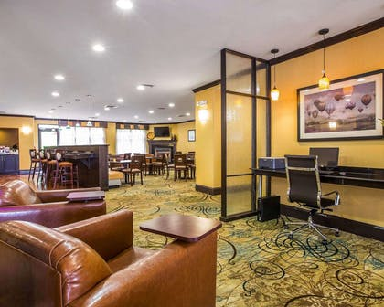 Lobby with wireless high-speed Internet access | Comfort Suites Simpsonville