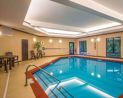 Indoor pool with sitting area | Comfort Suites Simpsonville