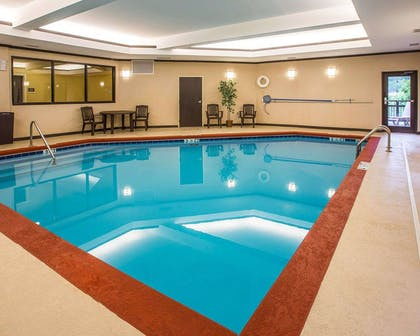 Indoor pool | Comfort Suites Simpsonville