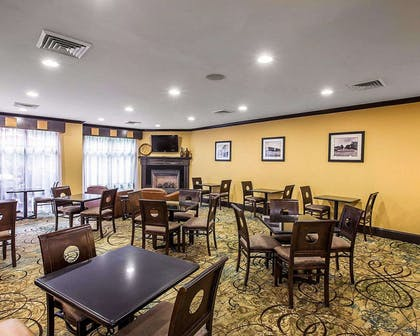 Breakfast room | Comfort Suites Simpsonville