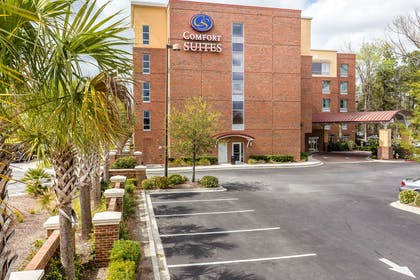 Hotel exterior | Comfort Suites West of the Ashley