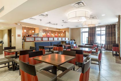 Breakfast area | Comfort Suites West of the Ashley