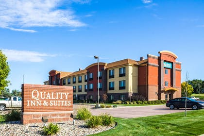 Hotel exterior | Quality Inn & Suites Airport North