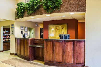 Front desk | Quality Inn & Suites Airport North
