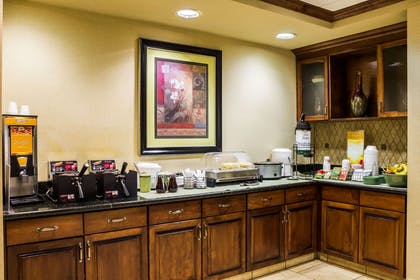 Breakfast area | Quality Inn & Suites Airport North