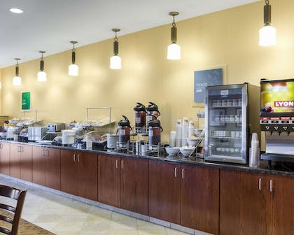 Free breakfast buffet | Comfort Suites