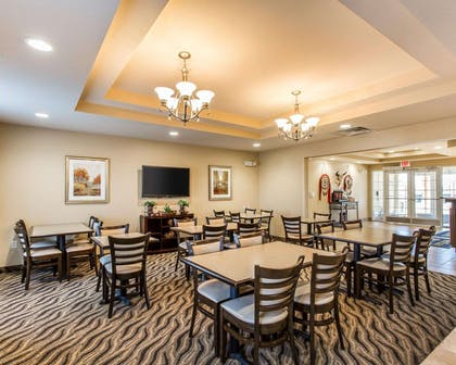 Enjoy breakfast in this seating area | MainStay Suites