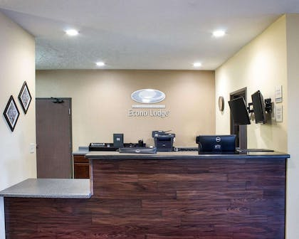 Front desk with friendly staff | Econo Lodge