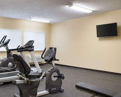 Fitness center with television | Econo Lodge
