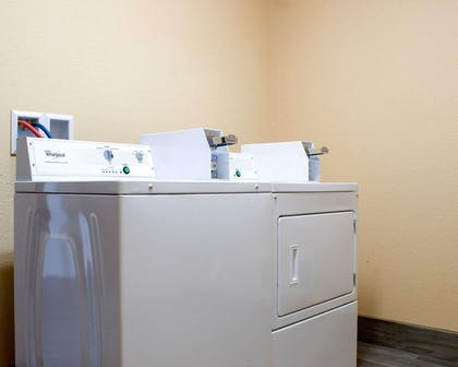 Guest laundry facilities | Econo Lodge