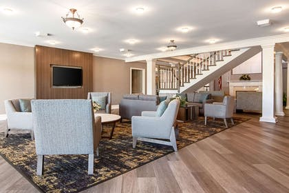 Spacious lobby with sitting area | Clarion Inn Willow River