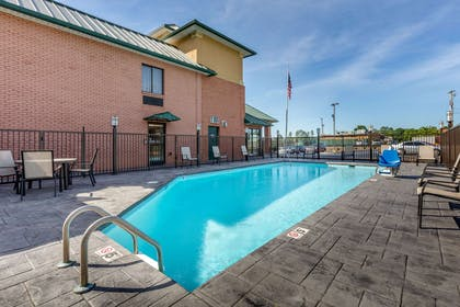 Outdoor pool | Comfort Inn Lenoir City