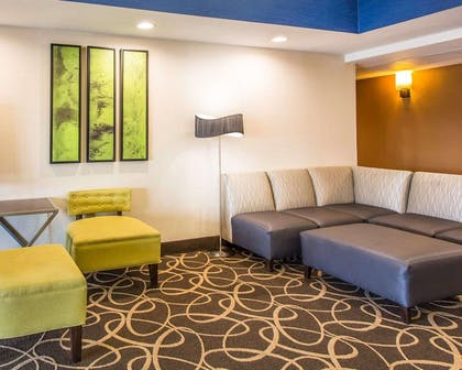 Lobby with sitting area | Comfort Suites Cookeville