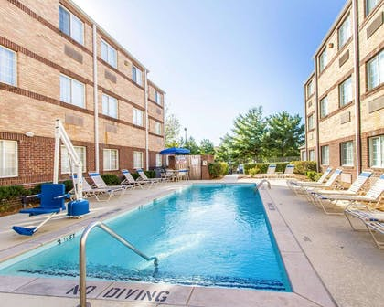 Outdoor pool | MainStay Suites Brentwood