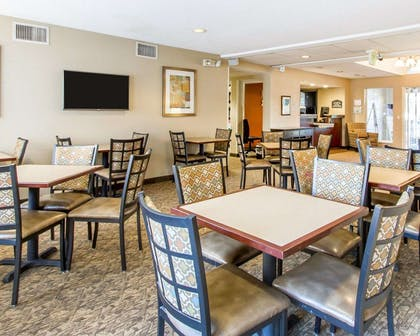 Enjoy breakfast in this spacious area | MainStay Suites Brentwood