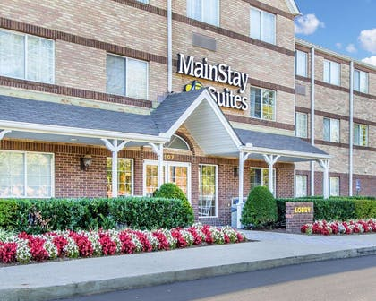 Hotel near popular attractions | MainStay Suites Brentwood
