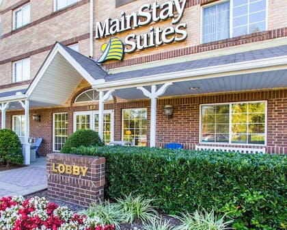 Beautiful flowers and shrubs surrounding the hotel | MainStay Suites Brentwood