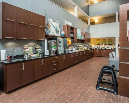 Breakfast area in the lobby | Quality Suites Nashville Airport