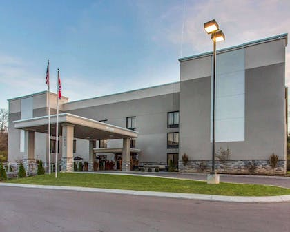 Quality Suites Nashville Airport hotel in Nashville, TN | Quality Suites Nashville Airport