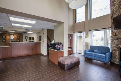 Modern lobby greets you | Comfort Inn & Suites At Dollywood Lane