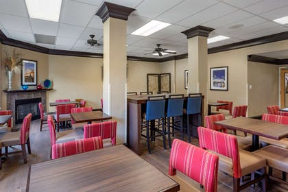 Breakfast area | Comfort Suites At Rivergate Mall