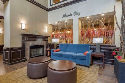Hotel lobby | Comfort Suites At Rivergate Mall