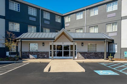 Hotel exterior | Mainstay Suites Chattanooga