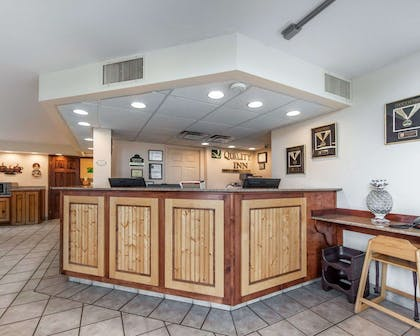 Front desk with friendly staff | Quality Inn And Suites Dollywood